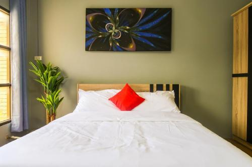 Room 6 - Deluxe queen, 22 sqm, 1 extra bed sofa. Queen size bed.
