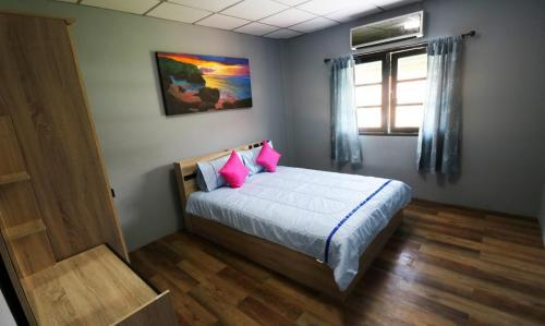 Room 3 - 16 sqm, 1 queen size bed